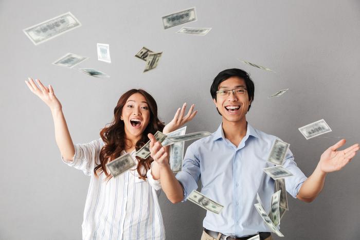 2,000万円問題の解決に投資を煽る政府や金融機関…にもかかわらず、増えない個人投資家=街
