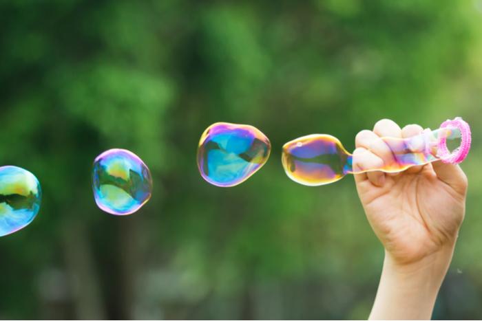バブル突入への危険な前兆?日経平均株価10連騰でバリュー投資家が確認すべきこと=栫井駿介