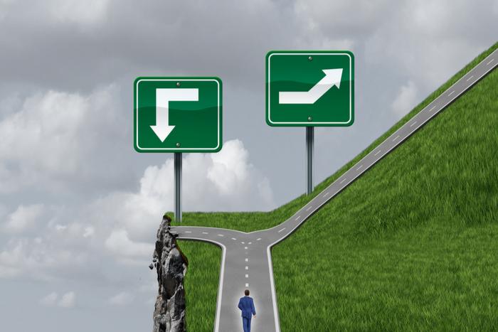 成長株とバリュー株は、どちらの運用効果が高いのか?評価されない銘柄に注目するワケ=炎