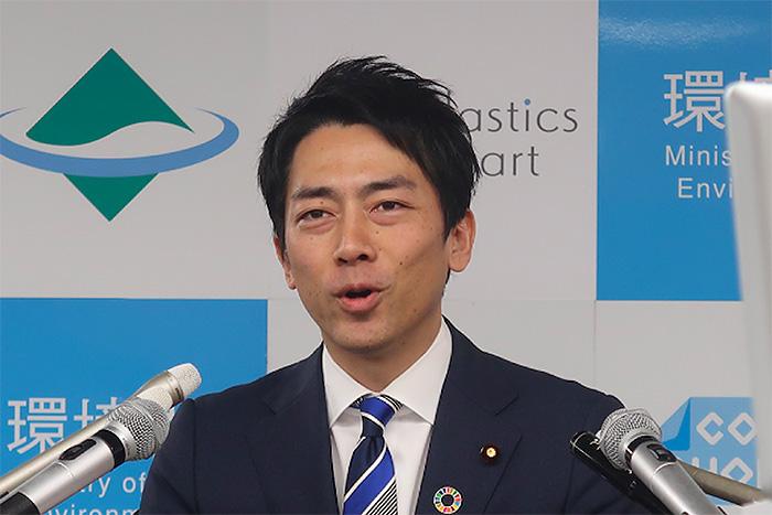 小泉大臣「育休取得」表明。休業中も報酬「全額」支給に、減給される民間との格差