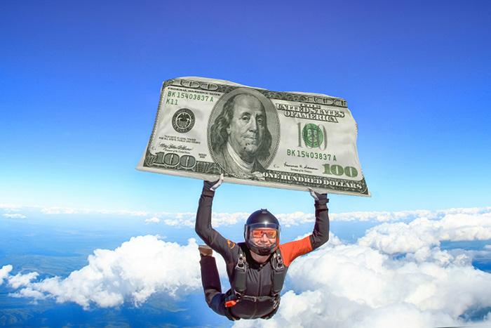 100ドル紙幣の80%が米国以外に流通? なぜニューヨークの街角から現金が消えたのか