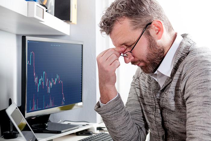 日経平均、大幅続落781円安も「まだ戻り売り」? 明日の下げ幅次第で週末戻る(2/25)=橋本明男