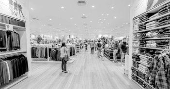アパレル窮地。新型コロナで来店数・売上が半減、政府の自粛要請で客足が急減速