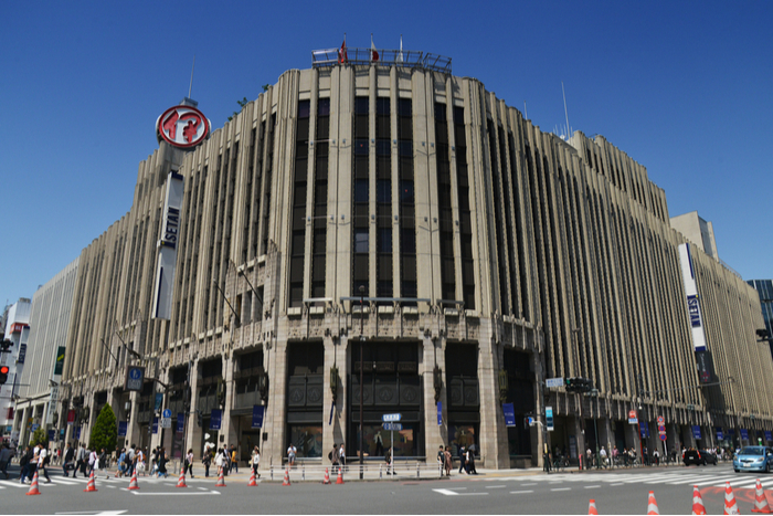 """三越伊勢丹""""百貨店は社会インフラ""""として休業せず。「利益ファースト」と非難轟々"""