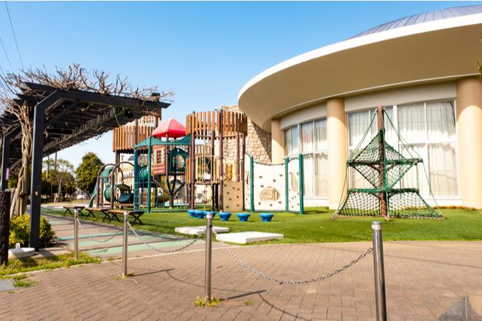 渋谷区「保育園・学童の休園」発表。テレワークなら何とかなる?保護者の苦悩と対応策