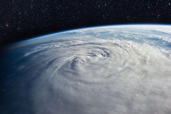 最凶勢力の「台風10号」列島直撃に備える人vsデマを疑う人、どっちが正しい?