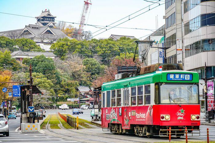 「2両編成で?」「もう男女別でいいだろ」熊本市電の女性専用車両に批判殺到