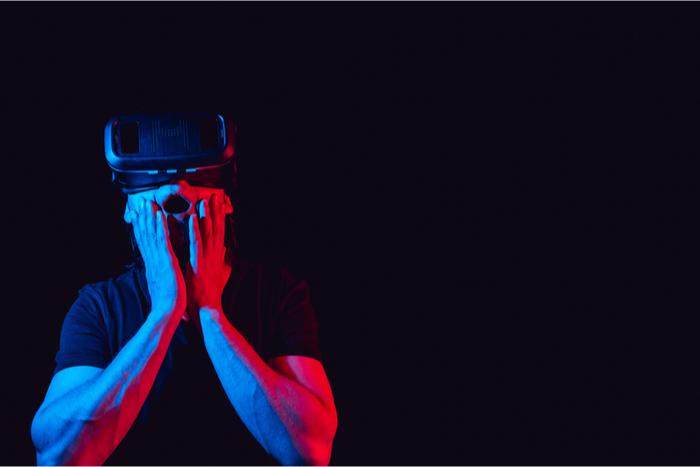 Oculus Quest 2で性的嗜好がバレる?FB連携必須で非難殺到、定価割れフリマ投げ売り