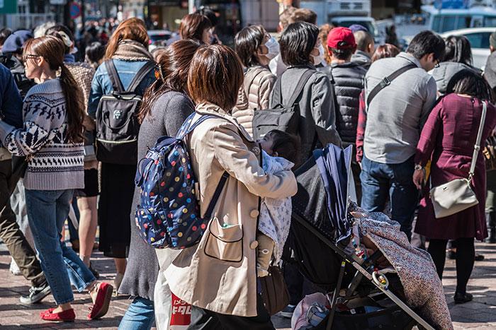 なぜ日本のベビーカーは蹴られるのか?冷たい大人が増えた原因と親の心構え=午堂登紀雄