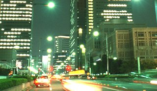 日経平均は13円安でスタート、トヨタやKDDIなどが下落