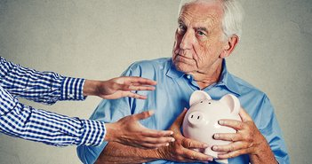 「貯金は安心」を疑え。投資こそが災害や老後貧困への防衛策になる=川畑明美