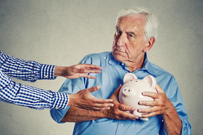 「貯金は安心」を疑え。投資こそが災害や老後貧困への防衛策になる=川畑明美 | マネーボイス