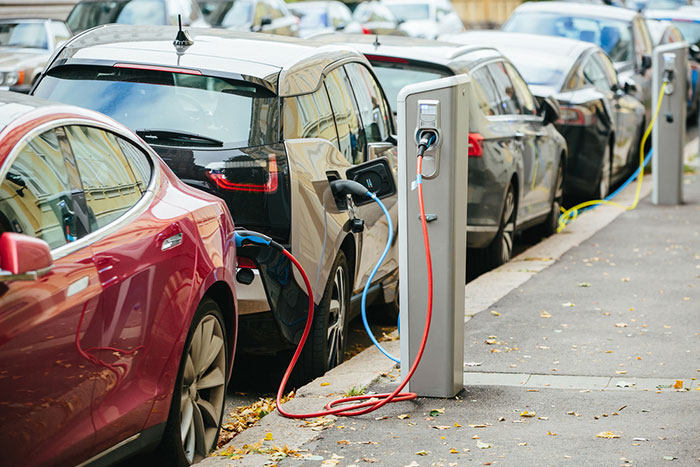 電気自動車シフトへ背水の陣。「ガソリン車根絶」を決めた欧米メーカーに日本は対抗できるか?=児島康孝