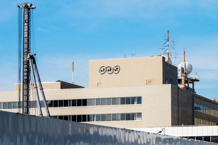 NHK「宛名なし郵便」で受信料徴収の暴挙は許されるか?値下げ見送りで余剰金積み増し、失墜する国民の信頼