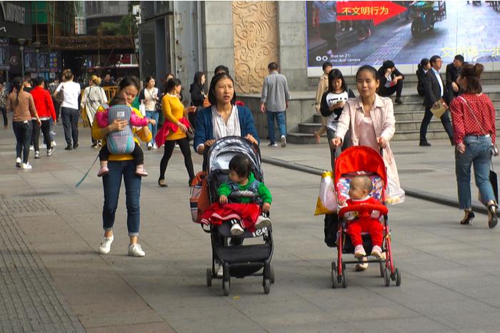 中国で拡大する育児市場、今後は「3人目出産容認」へ。親の年齢で消費動向に差、日本の子育てに影響も?