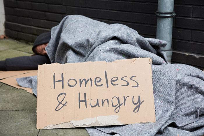 米連銀は火に油を注ぎ続けるか?低所得者にインフレ直撃、フルタイム労働でもホームレスに=矢口新