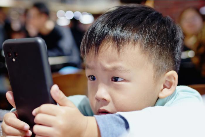 """中国""""規制地獄""""を生きる子ども達の最新ネット事情。ゲーム制限・教育改革を余裕で受け流すスマホネイティブの底力=牧野武文"""