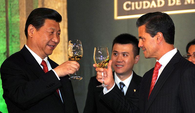 800px-Cena_de_Estado_que_en_honor_del_Excmo._Sr._Xi_Jinping,_Presidente_de_la_República_Popular_China,_y_de_su_esposa,_Sra._Peng_Liyuan_(8960384656)