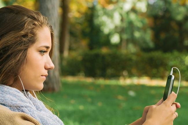 10代女性のスマホ依存率は他年代の2.3倍との調査結果