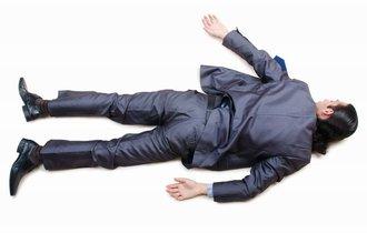飲んだら寝るな。路上寝は通報されると罰金5万円?