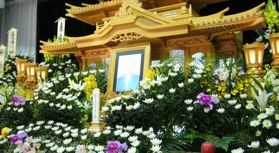 The_altar_of_the_Japanese_Buddhism-style_funeral,saidan,japan