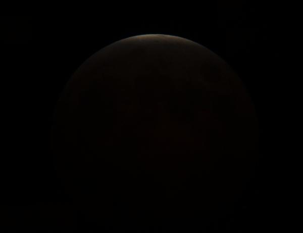 かなり細いお月様。もうすぐ皆既月食へ。