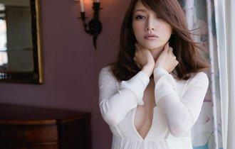 後藤真希、胸元あらわな妊娠8ヶ月のマタニティ姿を披露