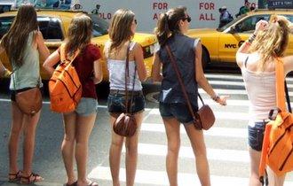 「欧米で太もも出すのは娼婦だけ」に反論。参考写真にアクセス急増