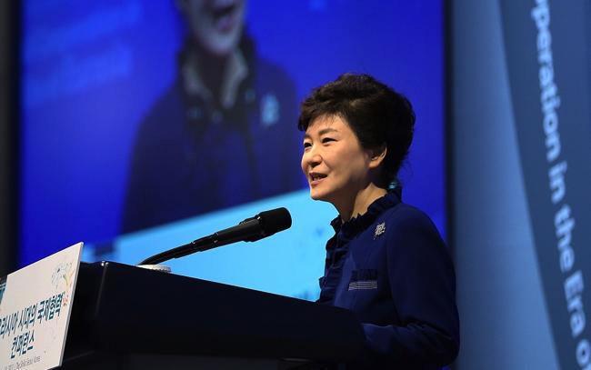 KOCIS_Korea_President_Park_Eurasia_Conference_03_(10452264465) (1) copy