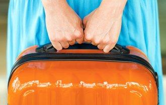 フィリピンの空港で手荷物をラップで巻くサービスが繁盛している理由