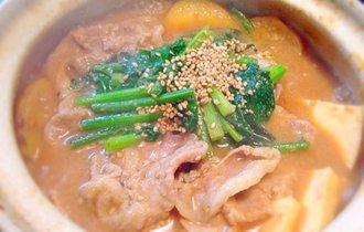 たった15分で至福の味を。豚肉を秘伝の胡麻味噌だれの香りで食べる鍋