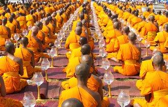 タイの僧侶の半分が実は「メタボ」。その理由を聞いて思わず納得