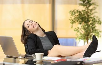 「仮眠時間も金払え」「いや払えん」。社員vs会社、裁判に勝ったのは