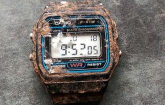 20年間庭に埋まっていたカシオの時計がたったの7分遅れだった!?海外から絶賛の声が!