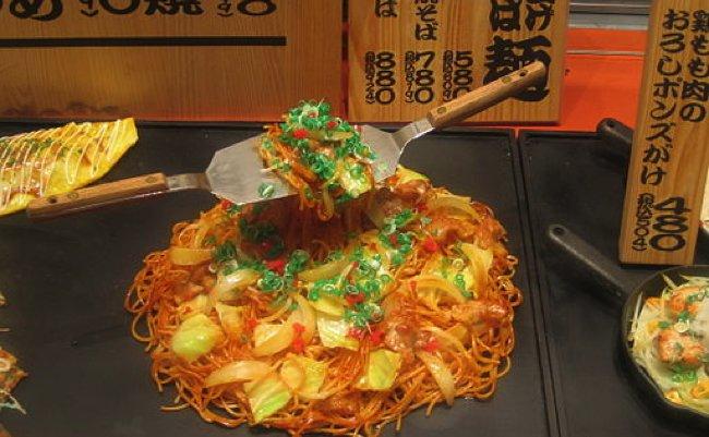 Plastic_yakisoba_sample_by_Colin_McMillen_in_Osaka copy