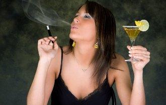 お酒も煙草もやめられない人が摂っておきたい、どこでも買える食材
