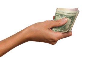 紗栄子の寄付金500万2000円。その端数から透けて見える「税金対策」