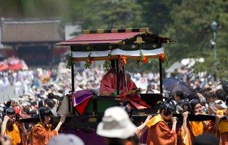 【京都案内】現代に甦る平安絵巻。「葵祭」で悠久の時に思いを馳せる