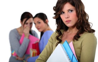 中村うさぎが伝授。職場いじめを回避するためのザックリ対策3つ