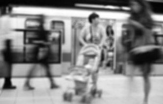 ベビーカーは悪者なのか。電車内で見たケースから考える「寛容」の心