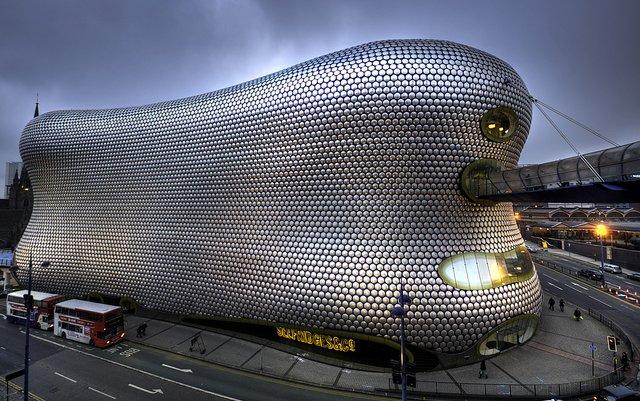 セクシーな曲線美。形がユニークすぎるヨーロッパの建物6選