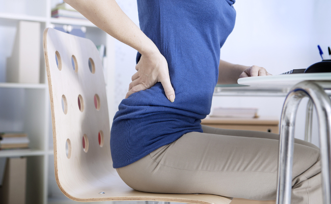 腰痛の原因はイスにあり。高さを調節するだけで腰はもっと楽になる