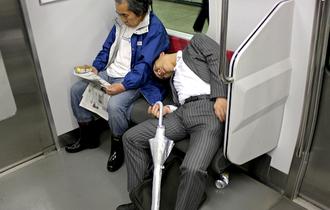 日本はGDP27位。外国人が「日本人の働き方は世界一非効率」と意見