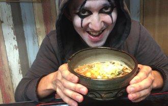 横浜・寿町で、悪魔が激ウマな「一杯のかけそば」に出逢った!