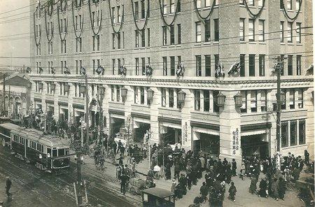 大正14年(1925年)。開店当時の松屋銀座