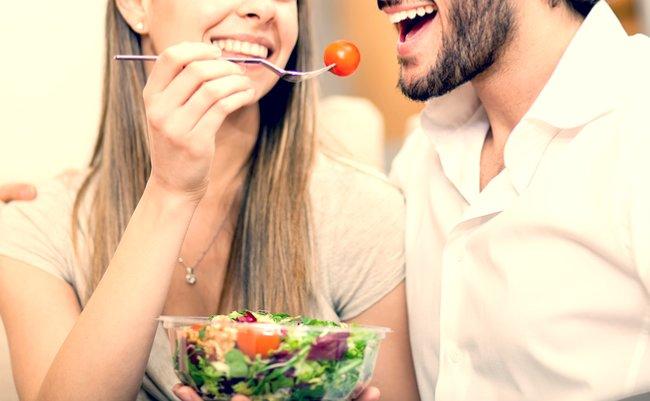 信じたい。女性は「サラダを食べる男性の体臭」が好き―海外研究