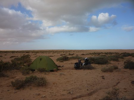 サハラ砂漠にもテントを張った