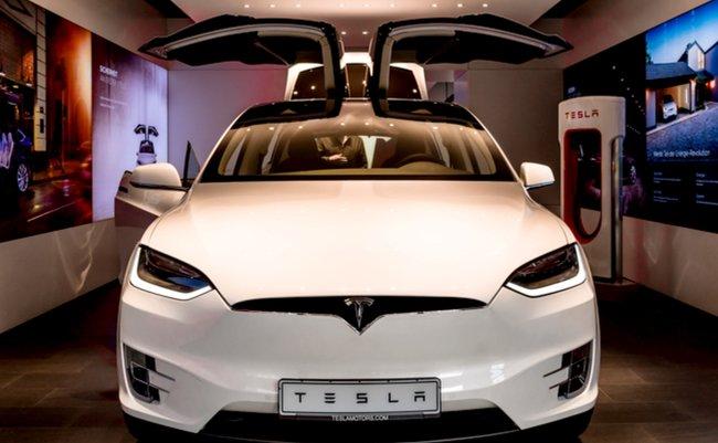 乗るコンピュータ「テスラ Model X」が創る、化石燃料に頼らぬ未来