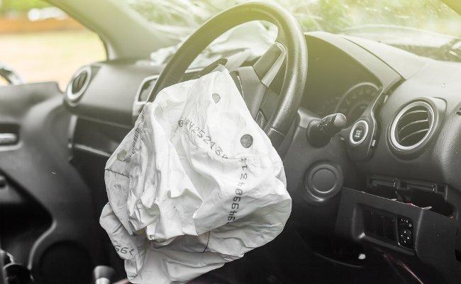 事故った高齢ドライバーはなぜ「車が勝手に」と言い訳するのか?