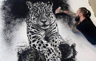 これ全部「塩」なのか! タトゥーアーティストが描くサンドアート
